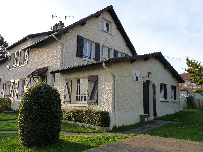 ventes vendre beau pavillon familial t9 f9 notre dame de gravenchon 76330 immobilier. Black Bedroom Furniture Sets. Home Design Ideas